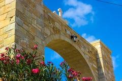 Kościelny wejście na pięknym, pokojowym jesień dniu, fotografia stock