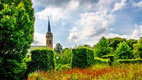 Kościelny wierza Beemster Keyserkerk jest widoczny od gdziekolwiek wewnątrz i wokoło starej holenderskiej wioski Midden Beemster zdjęcia stock