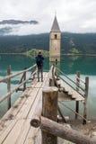 Kościelny wierza Lago Di Resia w Curon Venosta zdjęcie royalty free