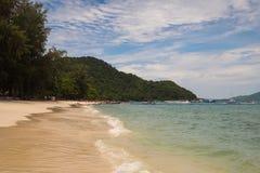 Ko海岛的美丽的景色他在泰国在黎明和黄昏小时内 免版税库存图片