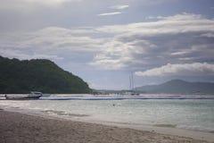 Ko海岛的美丽的景色他在泰国在黎明和黄昏小时内 andaman海运 库存照片