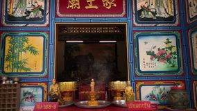 KO CHANG, TAILANDIA - 12 APRILE 2018: Tempio cinese di buddist sull'isola video d archivio
