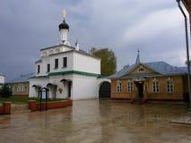 ko?ci?? suzdal z?oty ringowy Russia Katedralny i dzwonkowy wierza Annunciation monaster, Mur obrazy stock