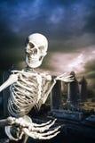 Kościec w cmentarzu wita ciebie Obrazy Stock