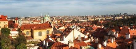Kościelny góruje i dachy Praga linia horyzontu w Praga, Czec Fotografia Stock