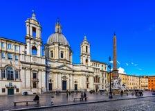 Kościelny Sant Agnese w Agone i fontannie cztery rzeki z Egipskim obeliskiem na piazza Navona w Rzym Obrazy Royalty Free