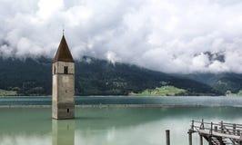 Kościelny wierza w jeziorze Fotografia Royalty Free
