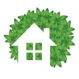 Öko-Haus- und Grünblätter Stockfoto