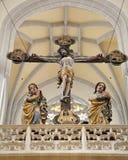 Košice - estatua cruz y de la American National Standard talladas San Juan del Virgen María a partir del año 1420 Foto de archivo
