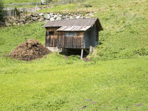 Koźlia stajenka na zboczu góry Obrazy Stock