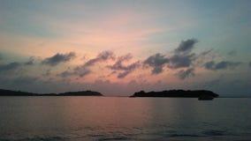 Ko Na Thian i Ko maty Lang wyspy Widzieć na horyzoncie podczas wschodu słońca na Chaweng plaży na Koh Samui wyspie, Tajlandia Fotografia Royalty Free