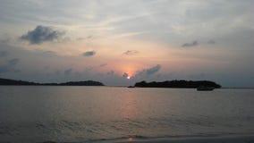Ko Na Thian i Ko maty Lang wyspy Widzieć na horyzoncie podczas wschodu słońca na Chaweng plaży na Koh Samui wyspie, Tajlandia Obrazy Stock