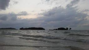 Ko Na Thian i Ko maty Lang wyspy Widzieć od Koh Samui wyspy podczas wschodu słońca na Chmurnym dniu w Tajlandia Obrazy Royalty Free