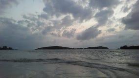 Ko Na Thian i Ko maty Lang wyspy Widzieć od Koh Samui wyspy podczas wschodu słońca na Chmurnym ranku w Tajlandia Fotografia Royalty Free