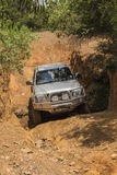 Koło prowadnikowy pojazd Toyota Hilux robi drodze Obraz Royalty Free