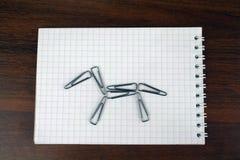 Koń od papierowych klamerek Zdjęcia Stock