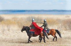 Koński rycerz w zbroi Obrazy Stock