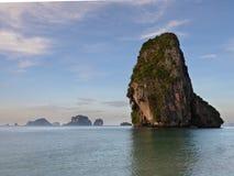 Ko a sonné l'île de NOK en plage d'ao Phra Nang, Krabi photos stock