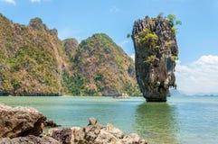 Ko Tapu på den James Bond ön, Phang Nga fjärd, Thailand Royaltyfri Fotografi