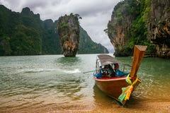 Ko Tapu vaggar på James Bond Island, den Phang Nga fjärden, Thailand Arkivfoton