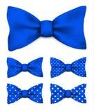 Kobaltu błękita łęku krawat z bielem kropkuje realistyczną wektorową ilustrację Zdjęcie Stock