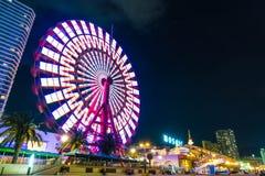 Kobe, Japão - 20 de novembro de 2016: Roda de Ferris perto do mosaico m de compra fotos de stock royalty free
