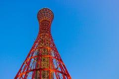 KOBE, JAPAN - MAART 11, 2018: Kobe Port Tower is een 108 m hoge roostertoren, Japan stock afbeeldingen