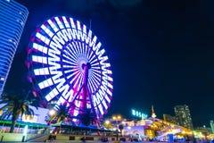Kobe, Japan - 20 NOV., 2016: Reuzenrad dichtbij Mozaïek het winkelen m Royalty-vrije Stock Afbeeldingen