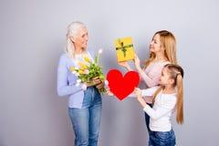 Kobiecy opieki zaufania positivity czułości pojęcia ludzie trzy Zdjęcie Royalty Free