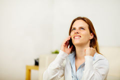 kobietą jest odświętności telefonu zwycięzcy Fotografia Royalty Free