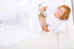 kobiet łóżkowi kawowi target2354_0_ potomstwa zdjęcie royalty free