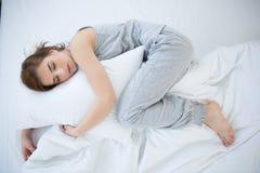kobiet łóżkowi sypialni potomstwa obraz royalty free
