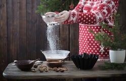Kobiet bożych narodzeń kulinarny tort zdjęcie stock