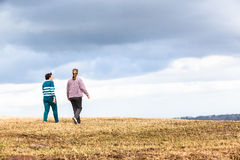 Kobiet Chodzić Bada natura parki Fotografia Stock