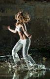 kobiet dancingowi potomstwa fotografia stock