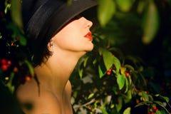 Kobiet forties profilowi trzydzieści zdjęcia stock