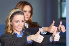 kobiet gesta przedstawienie kciuk dwa fotografia royalty free