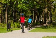 Kobiet jechać na rowerze Fotografia Stock