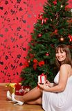 kobiet jedlinowi pobliski drzewni potomstwa Zdjęcia Stock