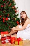 kobiet jedlinowi pobliski drzewni potomstwa Zdjęcie Royalty Free