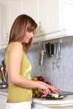 kobiet jej kuchenni potomstwa zdjęcie stock