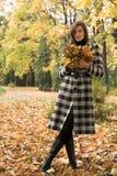 kobiet jesienni parkowi potomstwa Obrazy Stock