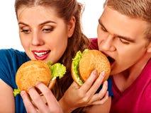 Kobiet karm mężczyzna fast food wpólnie Zdjęcia Stock