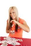 Kobiet kart opadowi kostka do gry od ręki ręka Zdjęcia Royalty Free