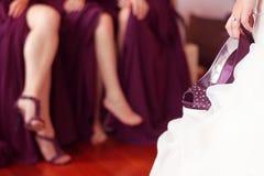 Kobiet nogi i biała panna młoda zdjęcie royalty free