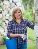 Kobiet ogrodniczy narzędzia obrazy royalty free