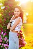 kobiet piękni szczęśliwi uśmiechnięci potomstwa obrazy stock