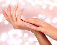 Kobiet piękne ręki Zdjęcia Stock