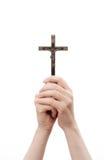 Kobiet ręki trzymają krzyż zdjęcie stock