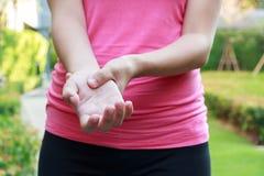 Kobiet ręk ból Fotografia Stock